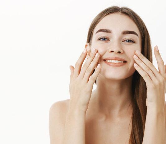 Jak kompleksowo oczyścić skórę twarzy w domowym zaciszu